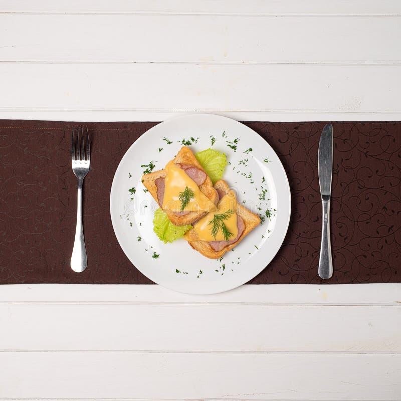 Sanduíche brindado do presunto e do queijo foto de stock royalty free