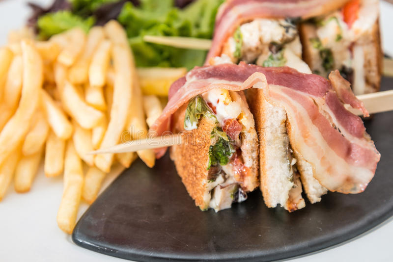 Sanduíche com bacon imagens de stock