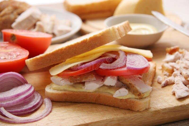 Sanduíche com galinha. fotografia de stock royalty free