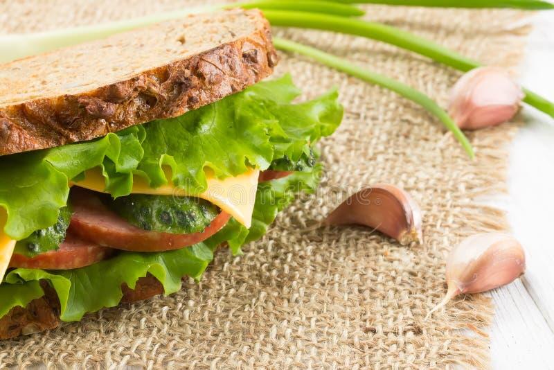 Sanduíche com presunto e queijo imagem de stock royalty free