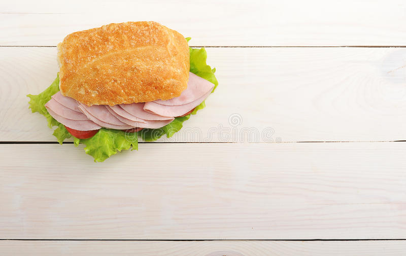 Sanduíche com presunto, tomate e alface imagens de stock royalty free