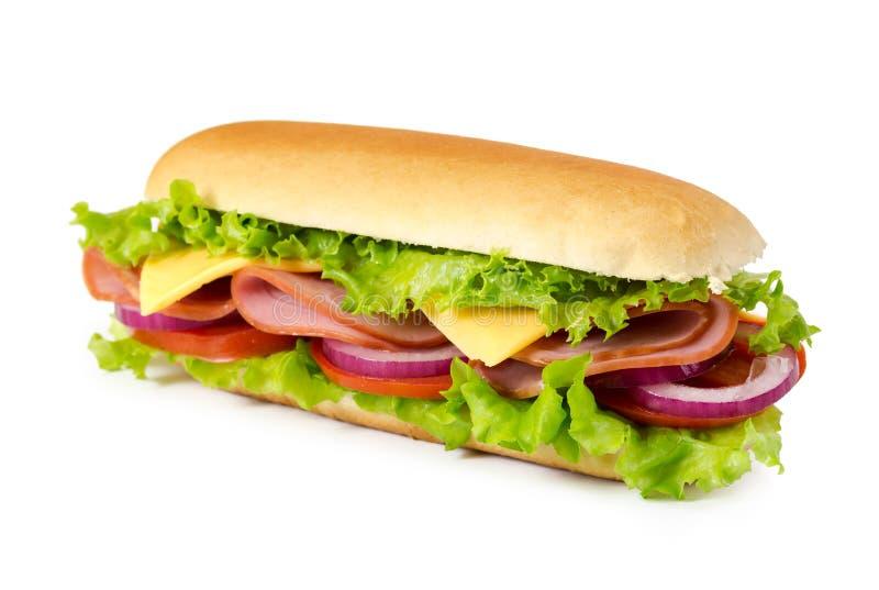 Sanduíche com presunto, tomate, queijo, cebola e alface fotografia de stock royalty free