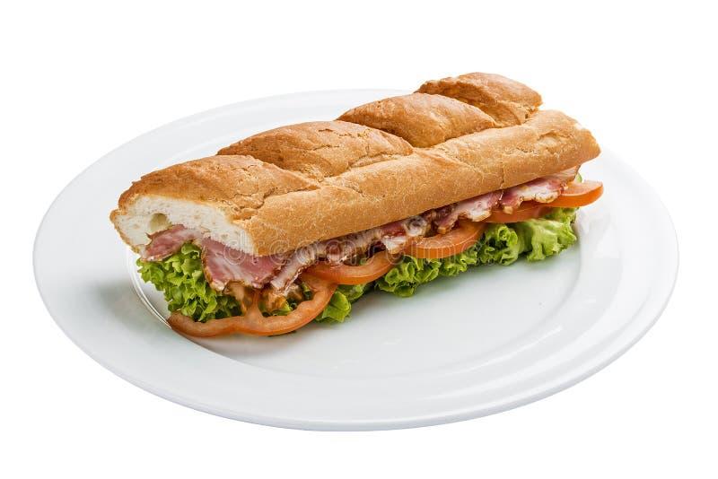 Sanduíche com presunto, tomates e verdes imagens de stock