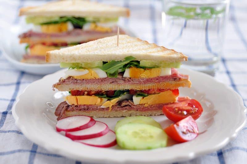 Sanduíche com roastbeef imagem de stock royalty free