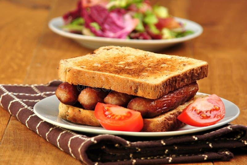 Download Sanduíche Com Salsichas E O Tomate Grelhados Foto de Stock - Imagem de sausage, tomate: 16873610