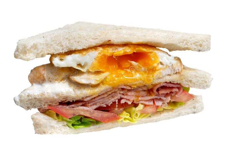 Sanduíche de clube do bacon e do ovo isolado no branco imagem de stock royalty free