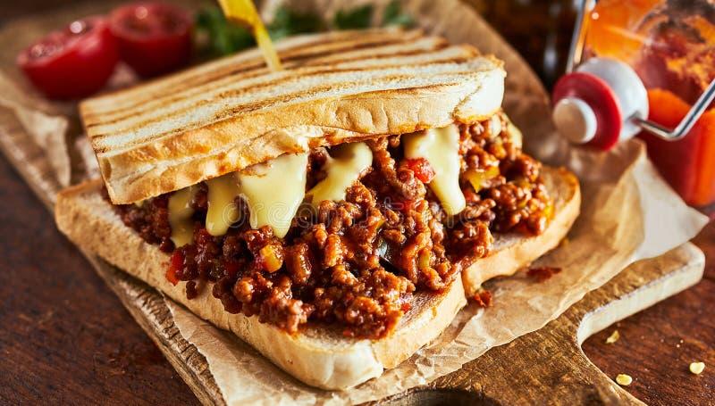 Sanduíche de Joe superficial com carne à terra e queijo fotos de stock royalty free