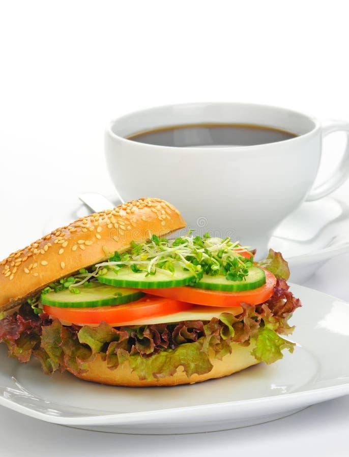 Sanduíche delicioso do Bagel imagem de stock royalty free