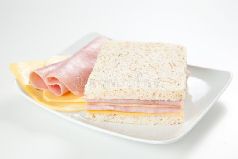 Sanduíche delicioso do presunto e do queijo fotografia de stock royalty free