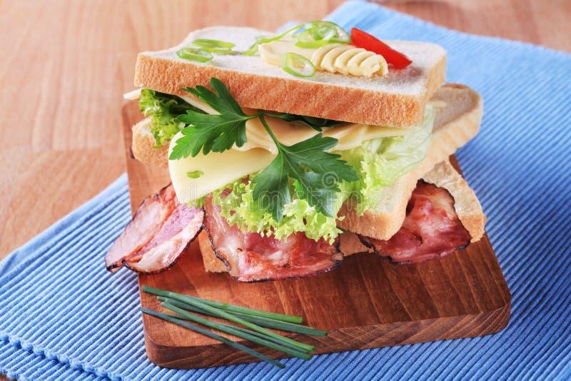 Sanduíche do bacon e do queijo fotografia de stock