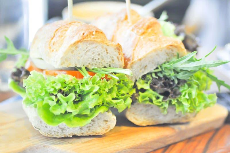 Sanduíche do Baguette com vegetal foto de stock