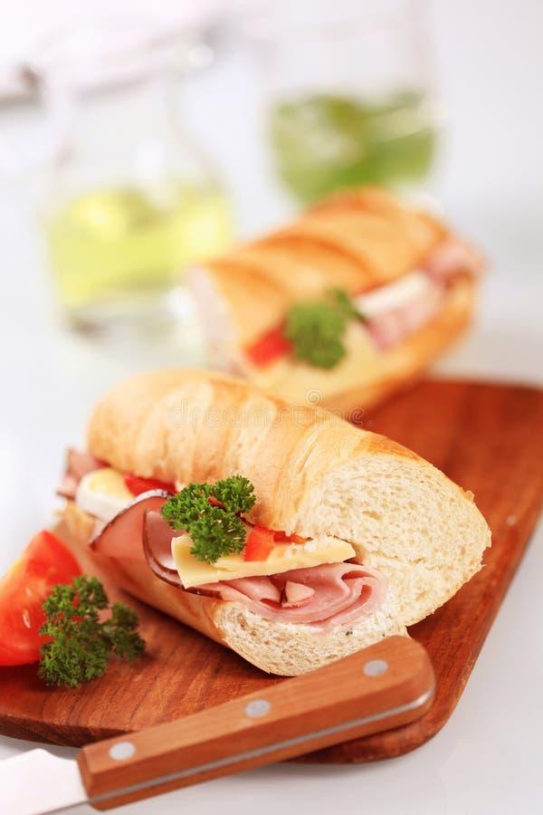 Sanduíche do baguette do presunto e do queijo imagens de stock royalty free