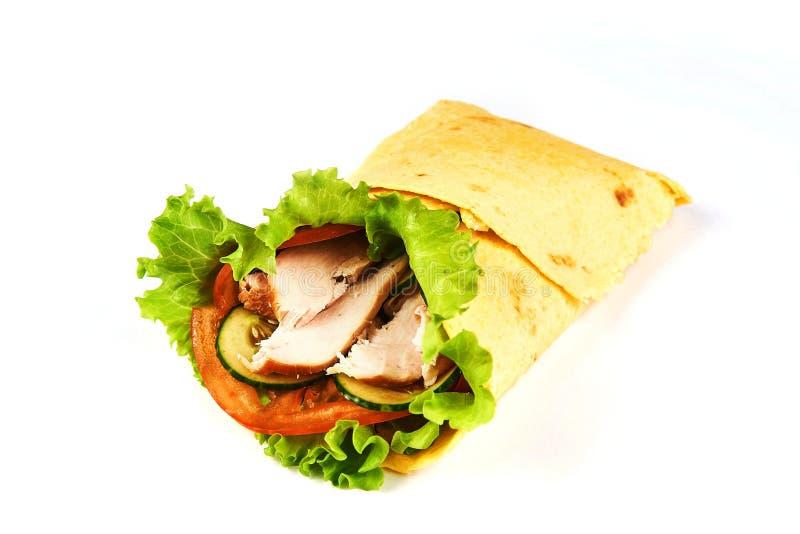 Sanduíche do envoltório do fajita da galinha no fundo branco imagem de stock royalty free