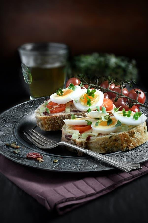 Sanduíche do ovo e do agrião imagens de stock royalty free