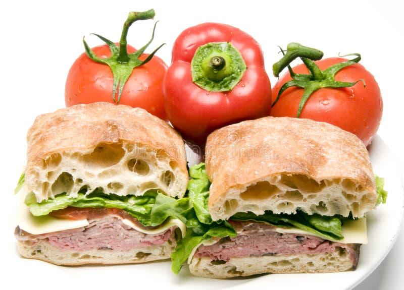 Sanduíche do pão do ciabatta do queijo do boursin da carne do assado imagens de stock