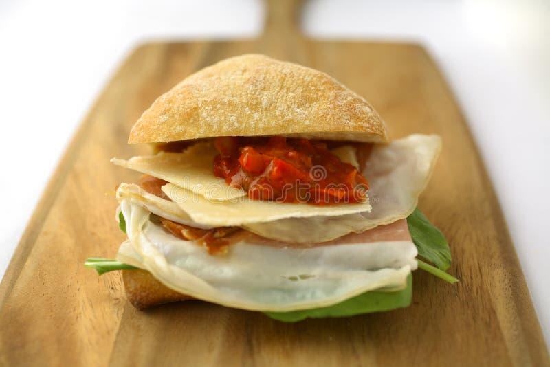Sanduíche do presunto e do queijo de Prosciutto imagens de stock royalty free