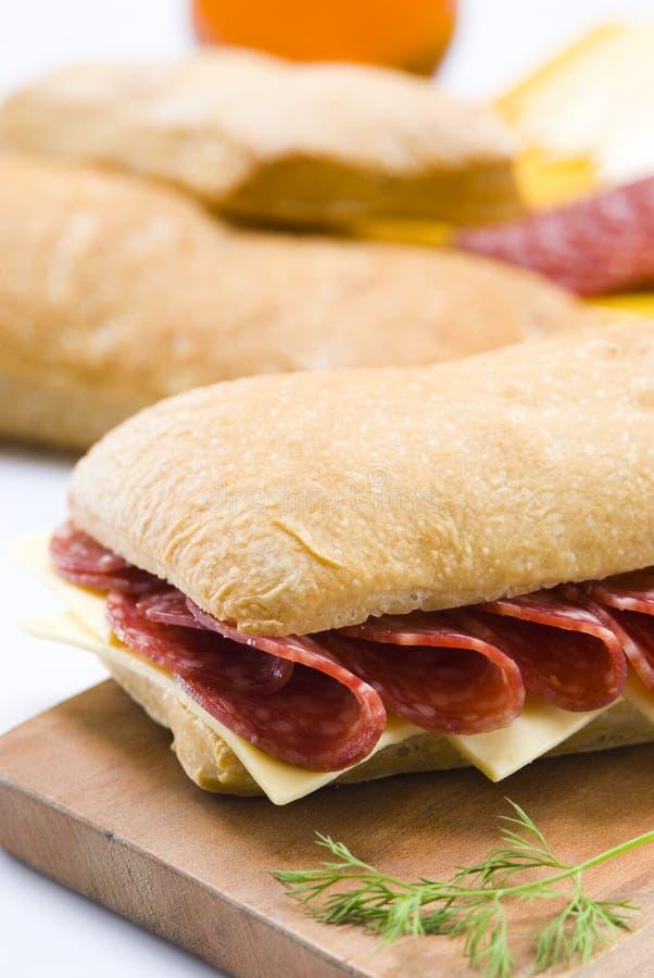 Sanduíche do Salami e do queijo foto de stock