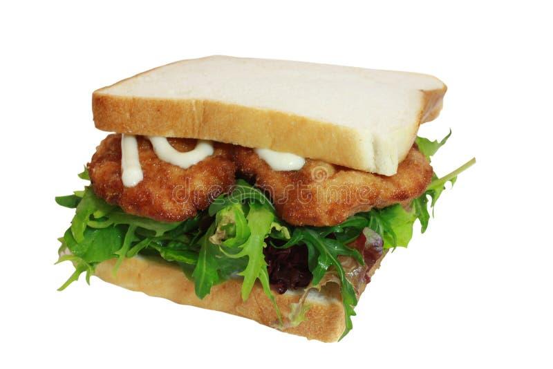 Sanduíche do schnitzel da galinha com salada e Mayo imagem de stock