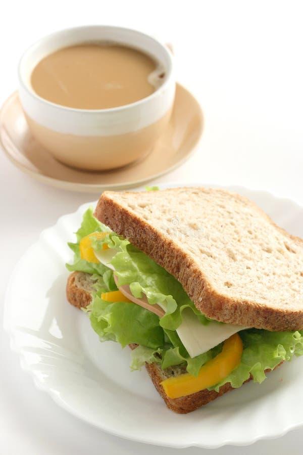 Sanduíche e uma chávena de café imagem de stock royalty free
