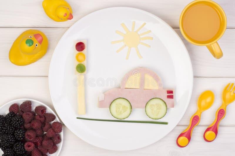 Sanduíche engraçado para uma criança imagens de stock royalty free