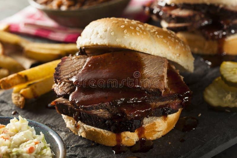 Sanduíche fumado da carne do peito do assado fotos de stock