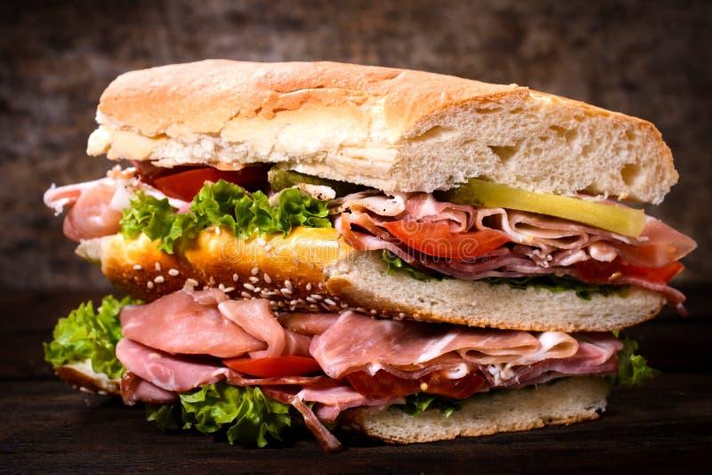 Sanduíche gourmet grande fotos de stock royalty free