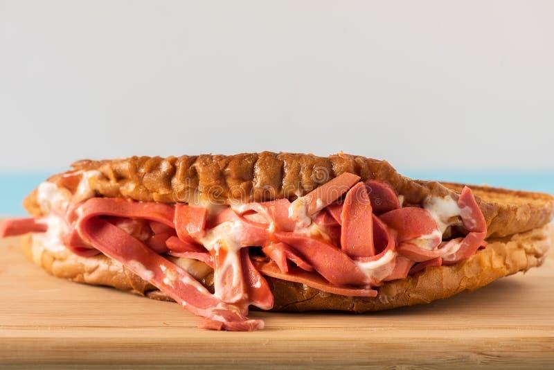 Sanduíche misturado do tostu de Ayvalik imagem de stock royalty free