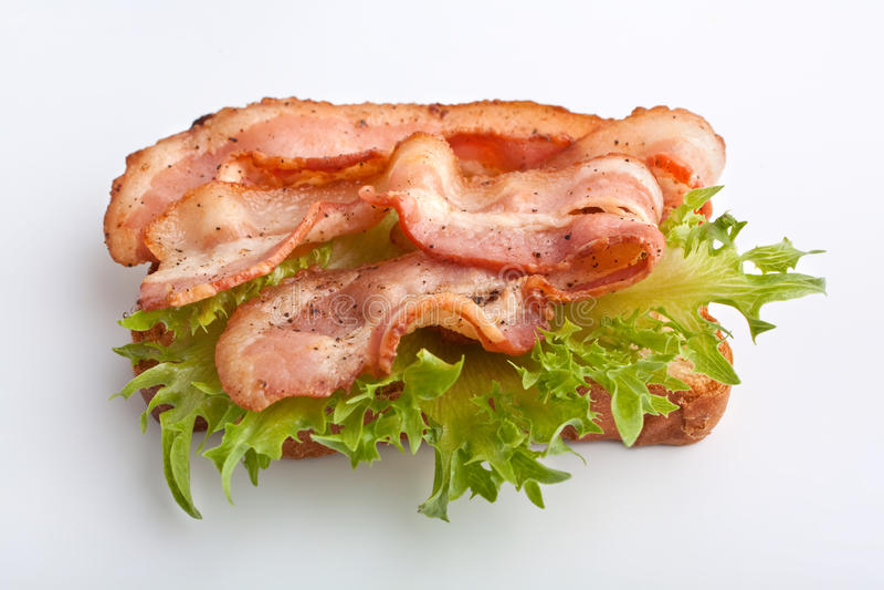 Sanduíche quente com bacon e alface fritados fotografia de stock