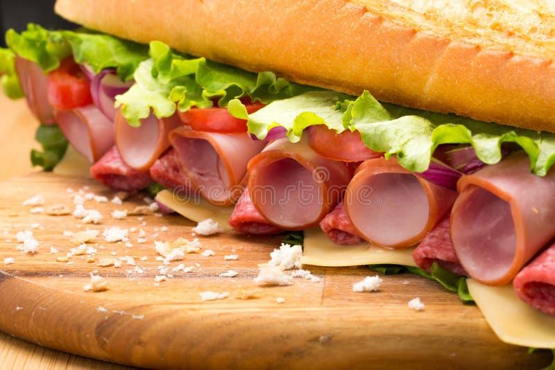 Sanduíche saboroso fresco com presunto, opinião do close-up fotos de stock