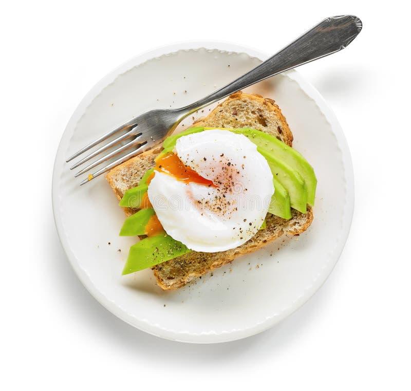 Sanduíche saudável com ovo escalfado e abacate imagem de stock