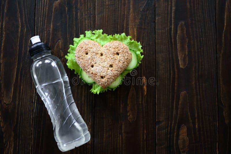 Sanduíche saudável da forma do coração imagens de stock