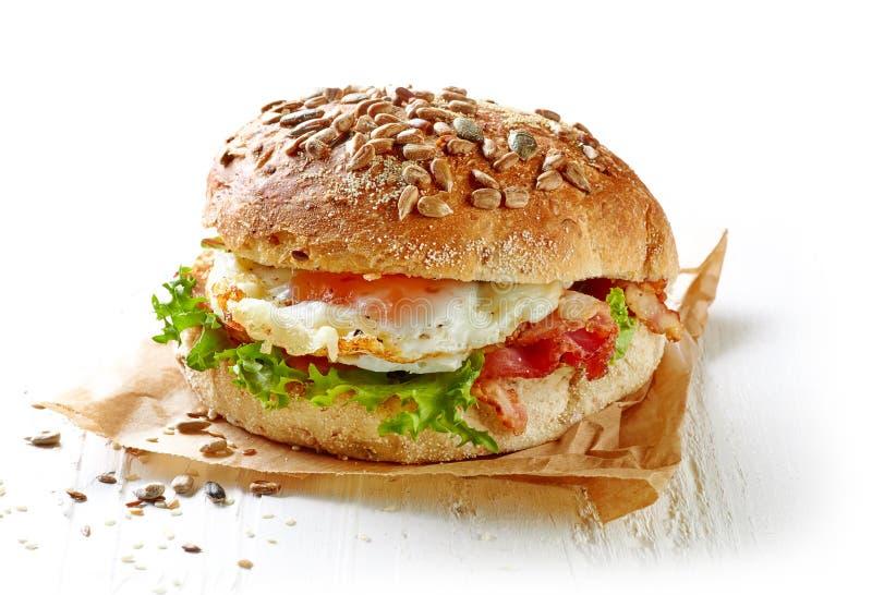 Sanduíche saudável no fundo branco imagem de stock royalty free