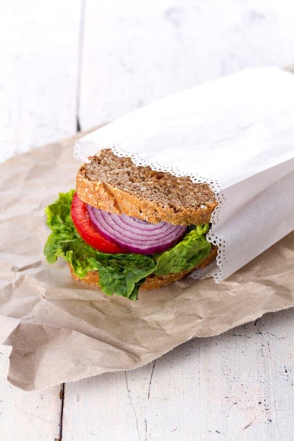 Sanduíche saudável no Livro Branco fotos de stock