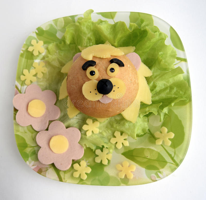 Sanduíche sob a forma da cabeça de um leão fotos de stock