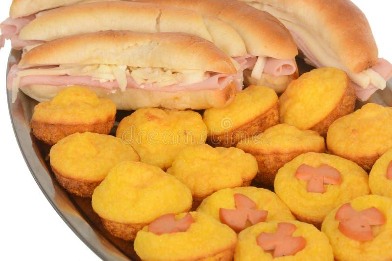 Sanduíche submarino da salada do presunto e do queijo do baguette fresco foto de stock