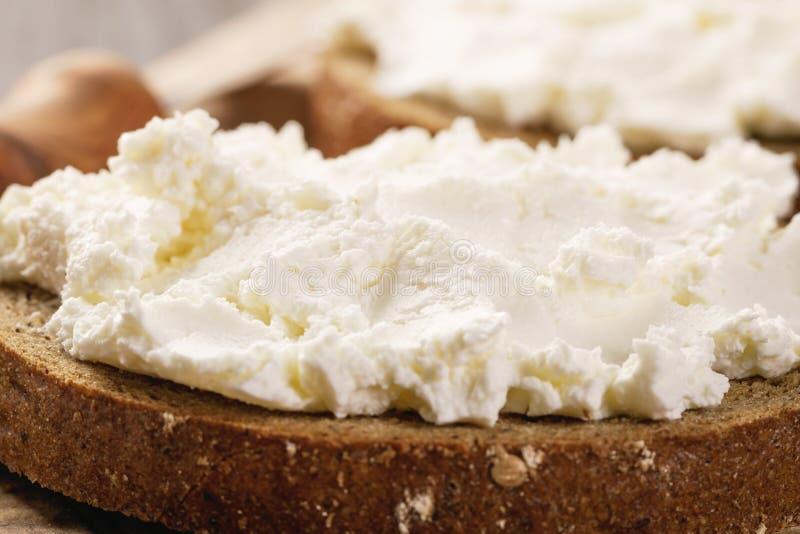 Sanduíches com pão e queijo creme de centeio fotos de stock royalty free