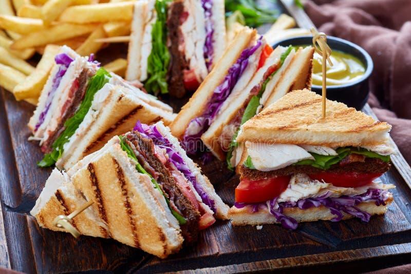 Sanduíches com peru e vegetais, fim acima fotografia de stock