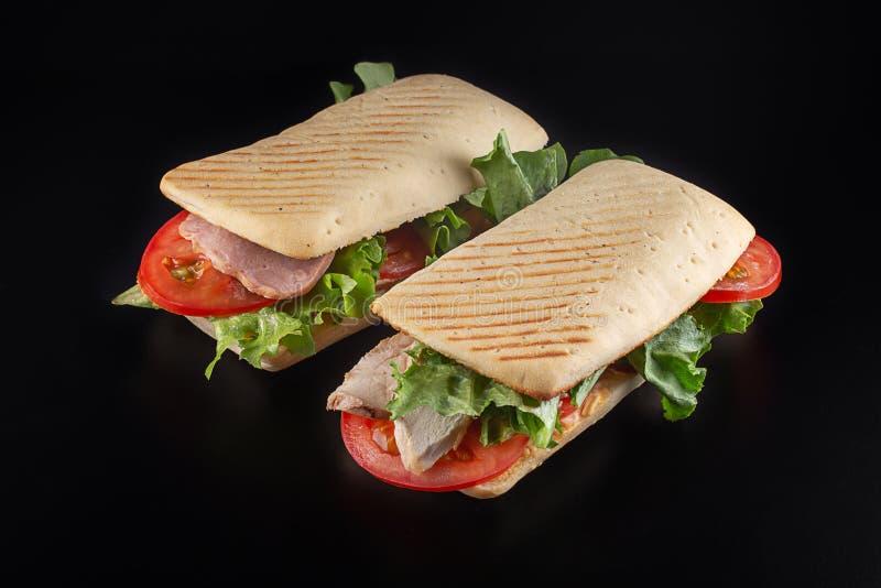 Sanduíches com presunto, galinha e vegetais fotografia de stock royalty free