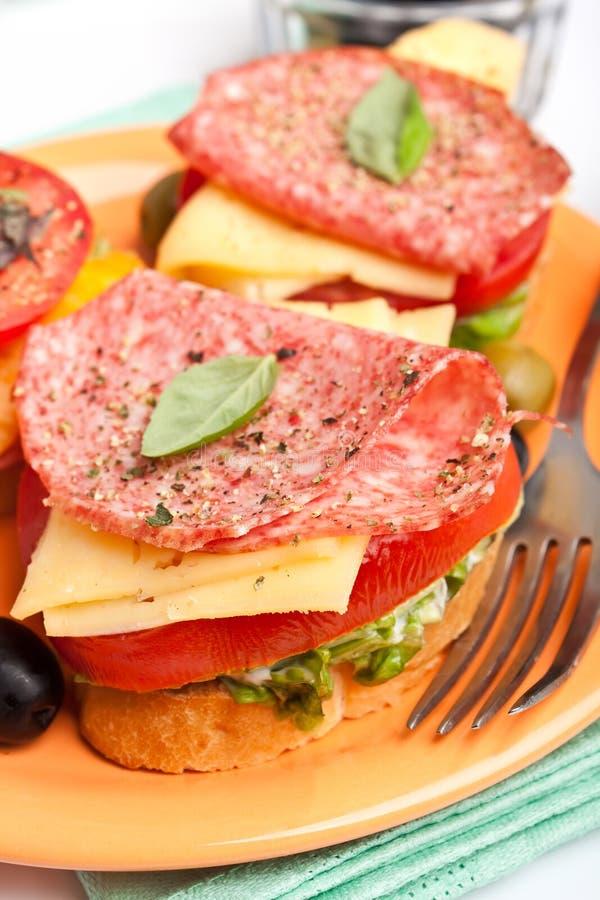 Sanduíches com salami foto de stock