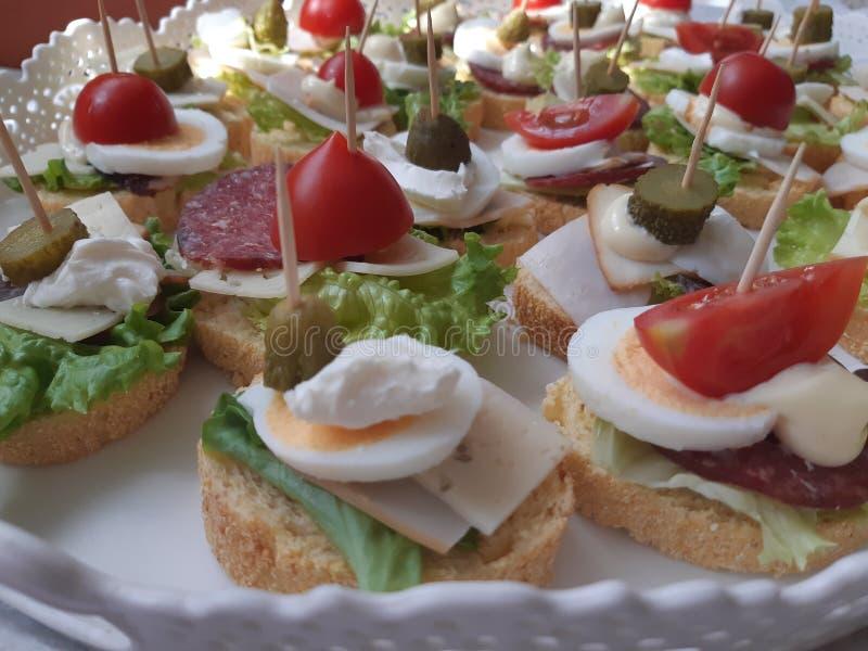Sanduíches de Coctail - canapes fotografia de stock royalty free