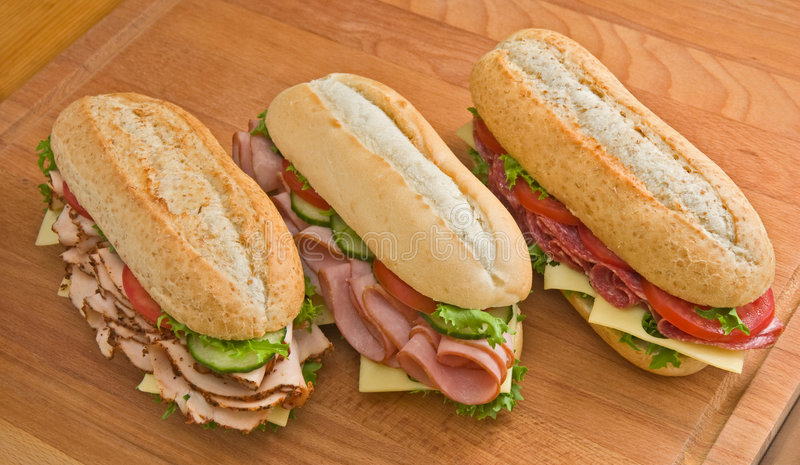 Sanduíches de Turquia, de presunto e de salami imagem de stock royalty free