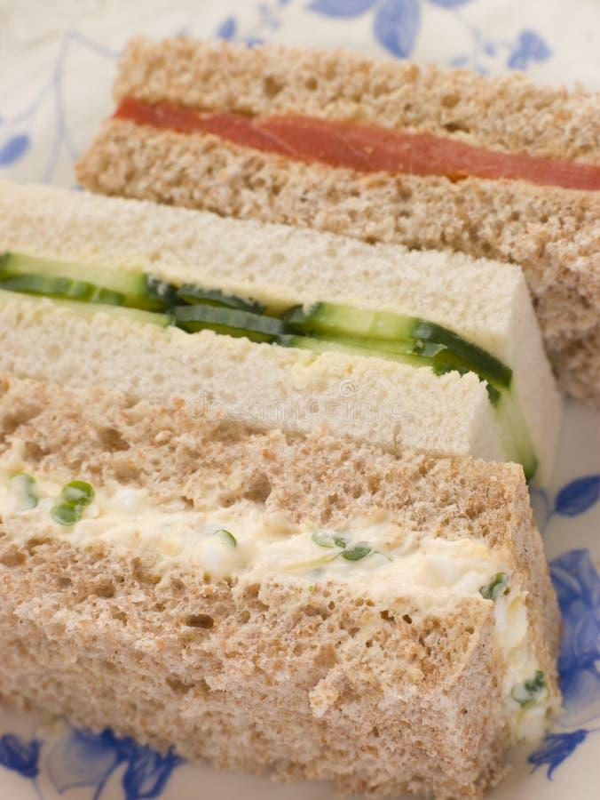 Sanduíches do dedo do chá de tarde fotografia de stock