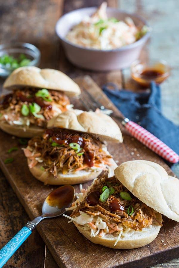 Sanduíches puxados da carne de porco fotografia de stock