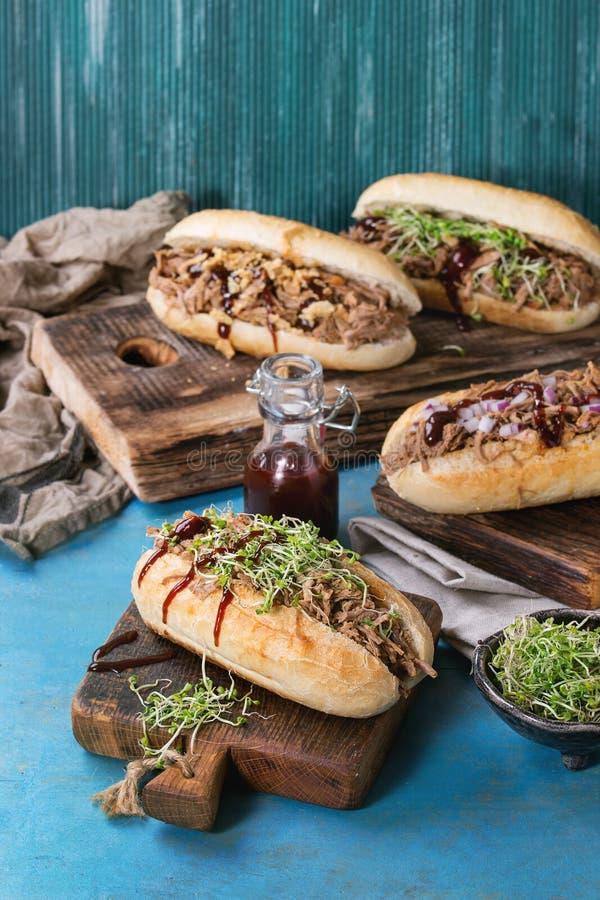 Sanduíches puxados da carne de porco fotografia de stock royalty free