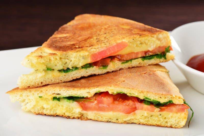 Sanduíches saudáveis do panini do vegetariano imagens de stock