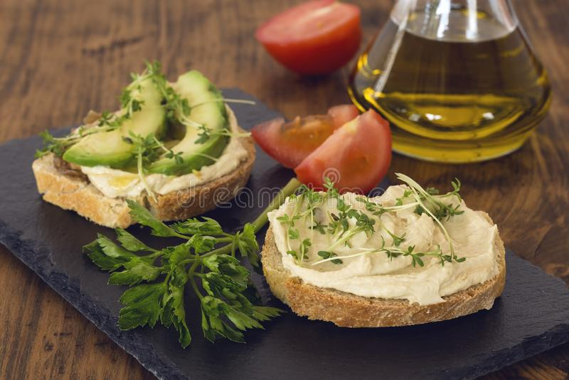 Sandu?ches de Hummus foto de stock