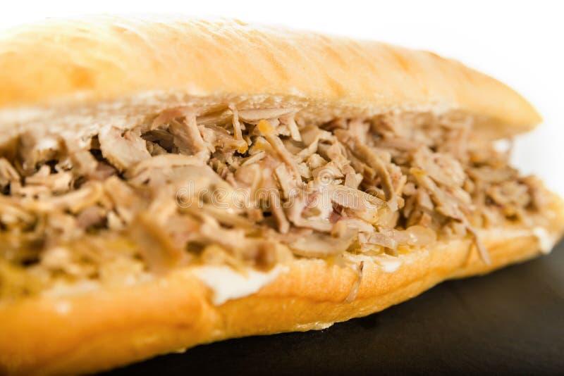Sandvich con il pollo, le girobussole carne e le verdure Delizioso guarisca fotografie stock