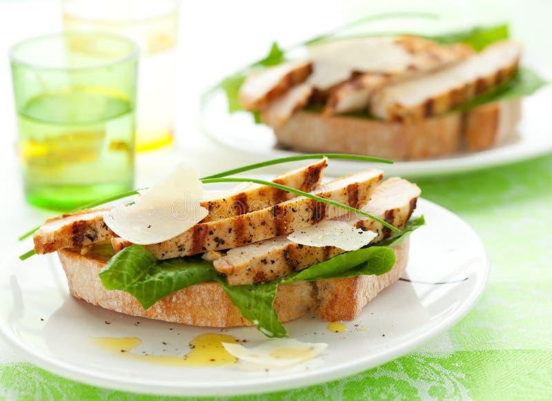 Sandwich à César de poulet images stock