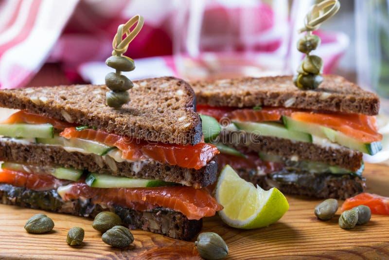 Sandwich à club saumoné photo stock