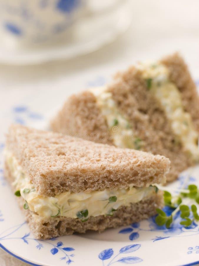 Sandwich à oeufs et à cresson sur le pain de Brown image libre de droits